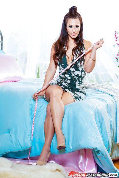 الساخنة الآسيوية ناقتي إيفا Lovia عرض قبالة رائعة الساقين في على عارية
