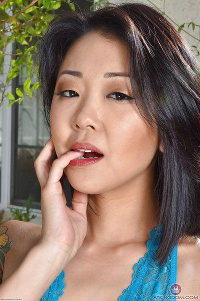 业余的 亚洲 模型 沙耶 首歌 释放 修剪 混蛋 从 无裆 内裤
