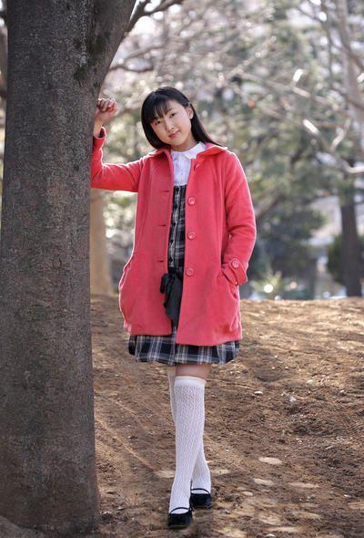 тонкий молодой Азии Детка Еко Sasaoka позы открытый и крытый Полностью ню