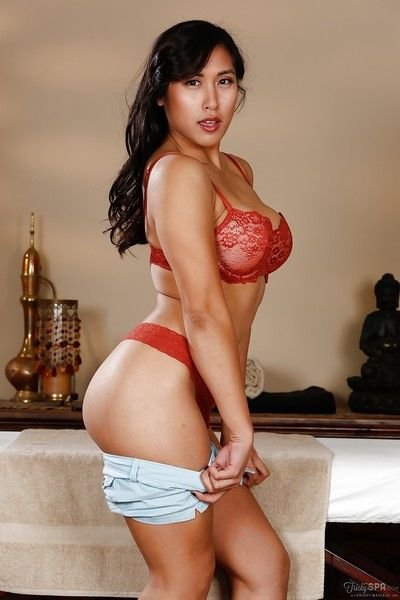 Tanned and fit Asian babe Mia Li gets exposed during intimate moment