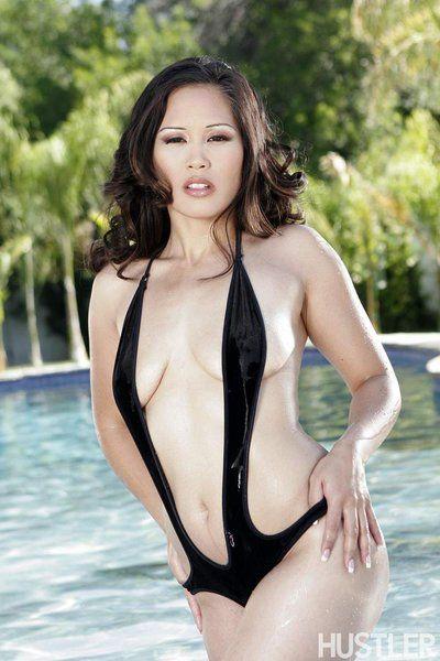 caldo Asiatico Bellezza Jessica Bangkok è agitazione Il suo nudo Tette Che Tirato fuori di il costume da bagno