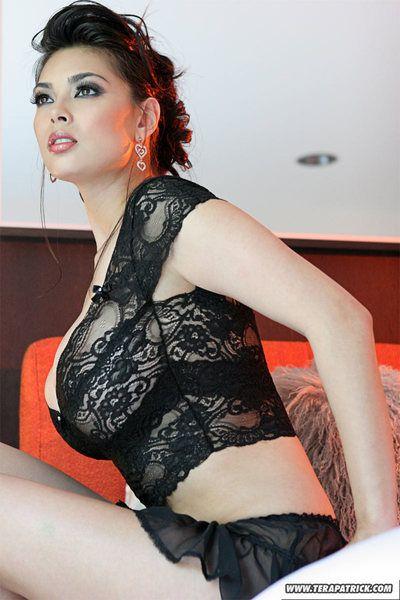 ร้อนแรง pornstar Tera แพททริค vaunting เธอ ใหญ่ หน้าอก & เปล่า จิ๋ม ใน สูง ส้นสูง