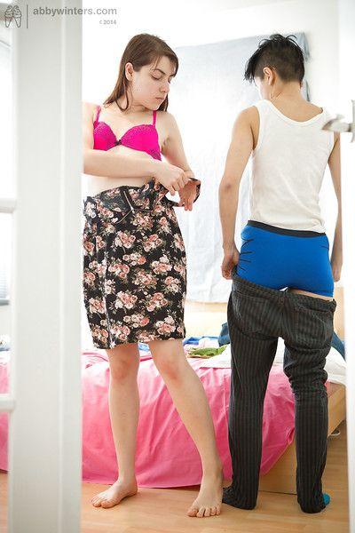 mixto carrera las niñas Sasha M y twlya obtener vestido después de dyke Sexo