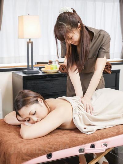 Maika Javhd got hotly excited at massage by lesbian massagist Yuna Harumoto and enjoyed lesbian lick