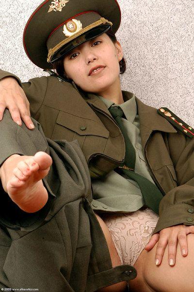 韩国 业余的 埃琳娜 剥离 关闭 军事 均匀 要 姿势 裸体的