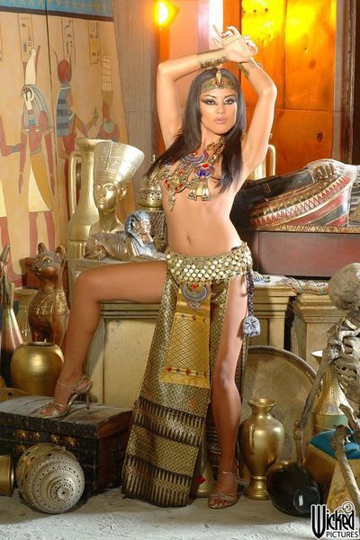 The beautiful Asian chick Kaylani Lei shows the incredible body treasures