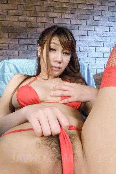 Horny blindfolded girl Natsuki Shino is getting her pussy worked up with vibrator