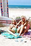Topless chicita Jessie C Invité Son Soeur pour un de plein air partie