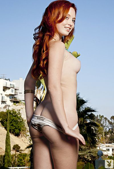 Most assuredly inviting redhead adores to show off and her pulchritudinous lumps entrance enveloping horny worshipers