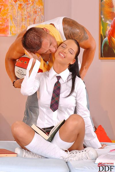 Brunette Viva Compacted loves having huge dick roughly her twat in awesome hardcore deception