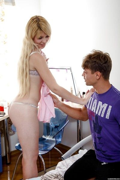 Bazaar naked teen gets hard fucking doggystyle & gets BF\