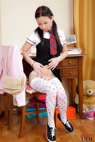 Substandard schoolgirl enjoys long dildo pain her niggardly vag there nasty solo